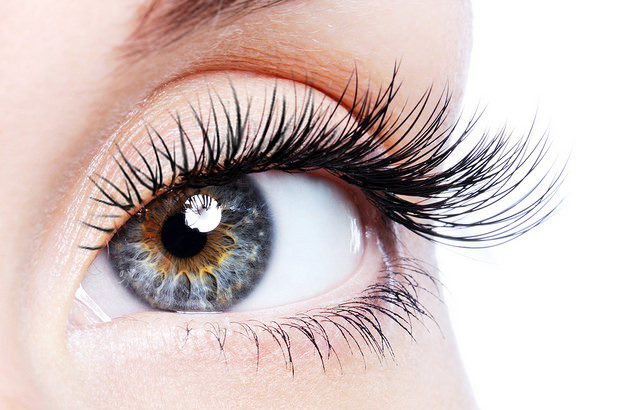 Eyelashes Falling Out: Causes and How to Stop It